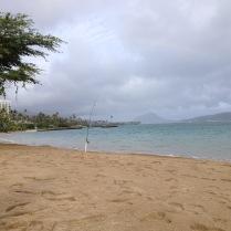 Blick aufm Meer vom Strand in einem Suburb von Honolulu